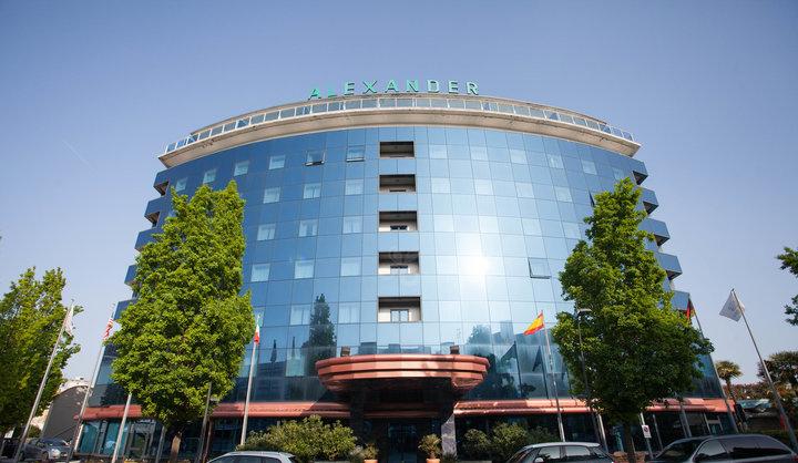 the-hotel-v6842771-720